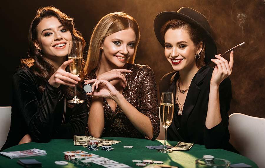 Damas en una mesa de casino real