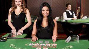 Crupieres en vivo en un juego de mesa alojado en tiempo real